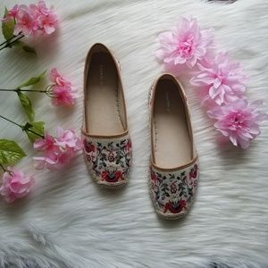 Gianni Bini Shoes - Gianni Bini Floral Canvas Flats New Without Box